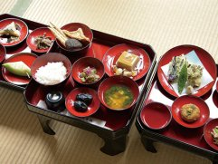 Vegetarian Buddhist cuisine at Saikan