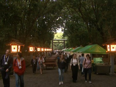 Food stalls and a stage were built in Miyazaki-Jingu Shrine for the welcome reception.