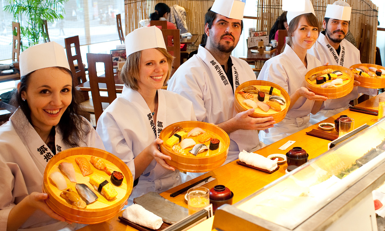 Team building making sushi – Tsukiji market area